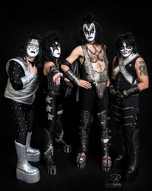 kissed kiss tribute hommage 4